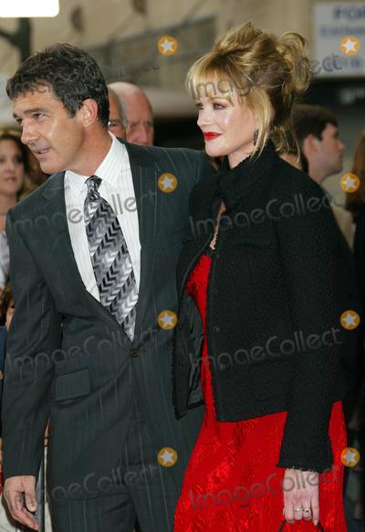 "Antonio Banderas, Melanie Griffith, Melanie Griffiths Photo - Photo by: NPX/starmaxinc.com2005. 10/16/05Antonio Banderas and Melanie Griffith at the premiere of ""The Legend of Zorro"".(Los Angeles, CA)"