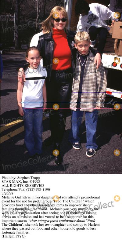 Melanie Griffith, Melanie Griffiths Photo - Photo by: Stephen TruppSTAR MAX, Inc. - copyright 1998. Melanie Griffith and children