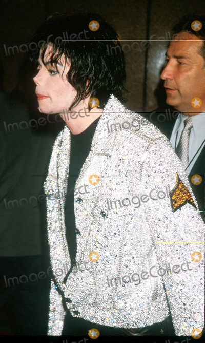 Photos And Pictures Michael Jackson Arrives At The