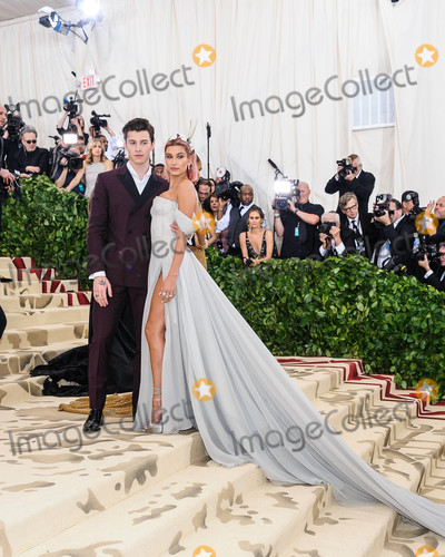 Hailey Baldwin, Shawn Mendes Photo - Photo by: ESBP/starmaxinc.com