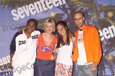 "Allison Mack, Kristin Kreuk, Michael Rosenbaum, Sam Jones, Sam Jones III Photo - Photo by:  Tom Lau/Loud & Clear Media/STAR MAX Inc. - copyright 2002 ALL RIGHTS RESERVED  8/04/02Cast of ""Smallville"" - (L-R) Sam Jones III, Allison Mack, Kristin Kreuk & Michael Rosenbaum at the 2002 Teen Choice Awards.(CA)"