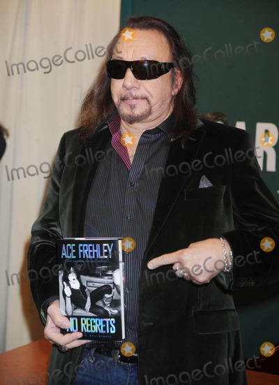 Ace Frehley Photo - Photo by: Dennis Van Tine/starmaxinc.com