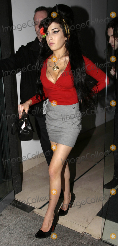 Amy Winehouse Photo - Amy Winehouse out on the town.