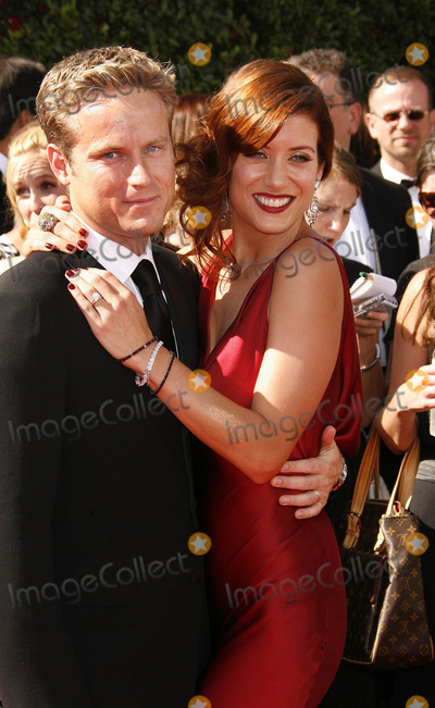 Alex Young, Kate Walsh Photo - Photo by: NPX/starmaxinc.com2007. 9/16/07Alex Young and Kate Walsh at the 59th Annual Primetime Emmy Awards.(Los Angeles, CA)***Not for syndication in France!***