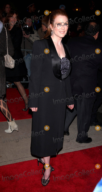 """Julianne Moore Photo - Photo by: Peter KramerSTAR MAX, Inc. - copyright 2002. 12/15/02Julianne Moore at the premiere of """"The Hours"""".(NYC)"""