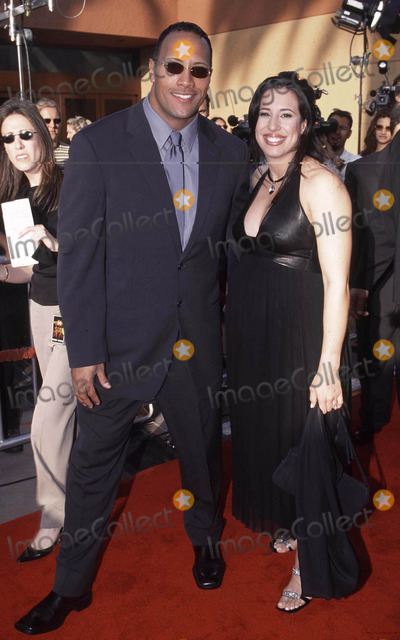 THE ROCK Photo - Photo by Ilan Meiri 4_29_01Copyright Star Max 2001 The Mummy ReturnsUniversal AmpphitheaterUniversal City_CaliforniaThe Rock and his wife with one on the way
