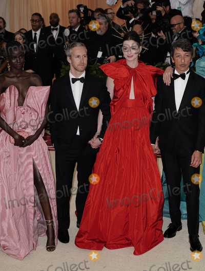 """Anne Hathaway, Ann Hathaway, Adam Shulman, Pierpaolo Piccioli Photo - Photo by: zz/XPX/starmaxinc.comSTAR MAXCopyright 2018ALL RIGHTS RESERVEDTelephone/Fax: (212) 995-11965/7/18Adut Akech, Adam Shulman, Anne Hathaway and Pierpaolo Piccioli at the 2018 Costume Institute Benefit Gala celebrating the opening of """"Heavenly Bodies: Fashion and the Catholic Imagination"""".(The Metropolitan Museum of Art, NYC)"""