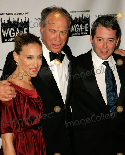 Andrew Bergman, Matthew Broderick, Sarah Jessica Parker, SARAH JESSICA-PARKER, Jessica Paré Photo - Photo by: Jackson Lee/starmaxinc.com2007. 2/11/07Andrew Bergman with Sarah Jessica Parker and Matthew Broderick at the 59th Annual Writer's Guild of America Awards.(NYC)