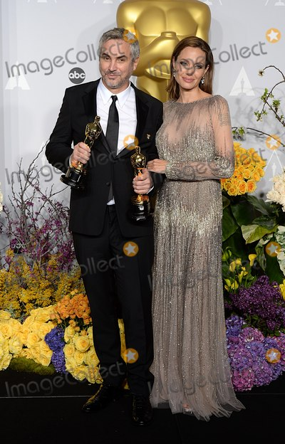 Alfonso Cuaron, Angelina Jolie, ANGELINA JOLIE, Photo - Photo by: Doug Peters/starmaxinc.comSTAR MAX2014ALL RIGHTS RESERVEDTelephone/Fax: (212) 995-11963/2/14Alfonso Cuaron with his Achievement in Directing Award for 'Gravity', alongside Angelina Jolie at the 86th Annual Academy Awards (Oscars).(Hollywood, CA)