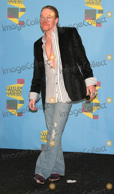 Axl Rose Photo - Photo by: Tom Lau/starmaxinc.com2006. 8/31/06Axl Rose in the press room at the 2006 MTV Video Music Awards.(Radio City Music Hall, NYC)