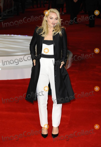 """Margot Robbie Photo - Photo by: KGC-138/starmaxinc.comSTAR MAX2015ALL RIGHTS RESERVEDTelephone/Fax: (212) 995-11962/11/15Margot Robbie at a special screening of """"Focus"""".(London, England, UK)"""
