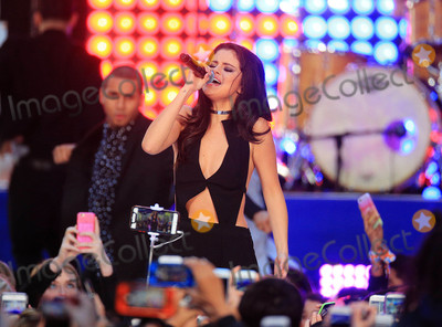 Gomez, Selena Gomez Photo - Photo by: XPX/starmaxinc.comSTAR MAXCopyright 2015ALL RIGHTS RESERVEDTelephone/Fax: (212) 995-119610/12/15Selena Gomez performs live on The Today Show Concert Series.(NYC)