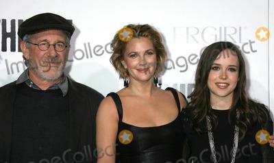 "Drew Barrymore, Ellen Page, Steven Spielberg Photo - Photo by: RE/Westcom/starmaxinc.com2009. 9/29/09Drew Barrymore with Steven Spielberg and Ellen Page at the premiere of ""Whip It"".(Hollywood, CA)"