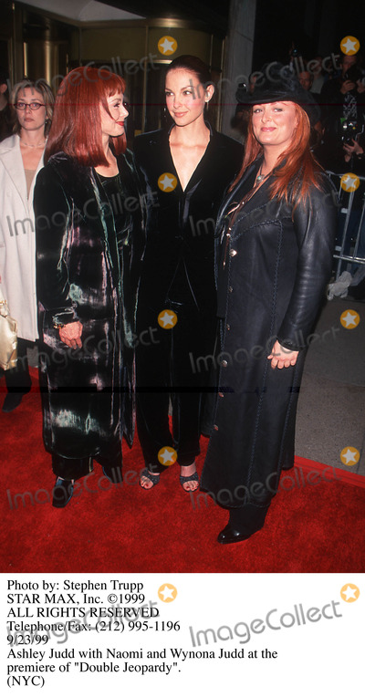 Naomi Judd, Wynonna Judd, ASH, Ashely Judd Photo - Photo by: Stephen TruppSTAR MAX, Inc. - copyright 1999. Ashely Judd, Wynonna Judd and Naomi Judd