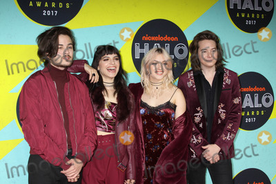 Hey Violet Photo - Photo by: Victor Malafronte/starmaxinc.comSTAR MAX2017ALL RIGHTS RESERVEDTelephone/Fax: (212) 995-119611/4/17Rena Lovelis, Nia Lovelis, Casey Moreta and Iain Shipp of 'Hey Violet' at The 2017 Nickelodeon Halo Awards in New York City.