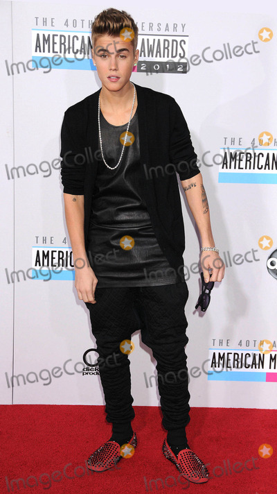 Justin Bieber Photo - Photo by: Galaxy/starmaxinc.com2012ALL RIGHTS RESERVEDTelephone/Fax: (212) 995-119611/18/12Justin Bieber at the 40th Anniversary American Music Awards.(Los Angeles, CA)Not for syndication in England!