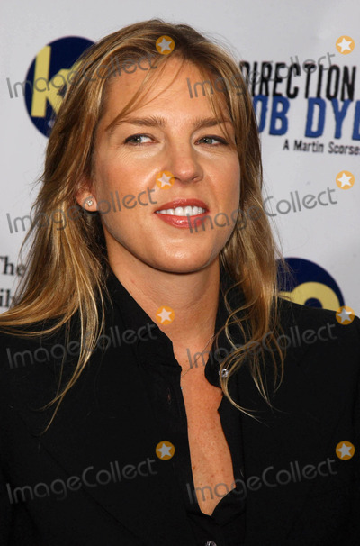 """Diana Krall Photo - Photo by: Walter Weissman/starmaxinc.com2005. 9/19/05Diana Krall at the premiere of """"No Direction Home"""".(NYC)"""