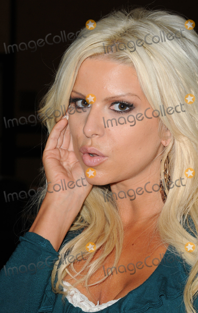 Photo - LOS ANGELES, CA - OCTOBER 1: Model Brooke Banx at the Sign of the Times Convention held at LAX Marriott Hotel on Saturday October 1, 2011  in Lo Angeles, California  (Albert L. Ortega/ImageCollect.com)