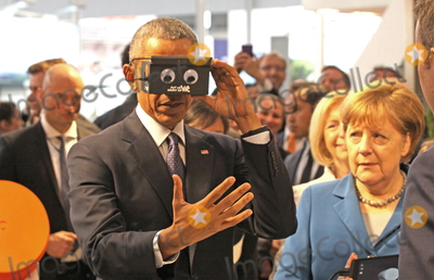 Angela Merkel, Barack Obama, President Barack Obama Photo - US-President BARACK OBAMA and German chancellor ANGELA MERKEL testing virtual reality goggles when touring the Hannover Messe, Hannover, 25.04.2016
