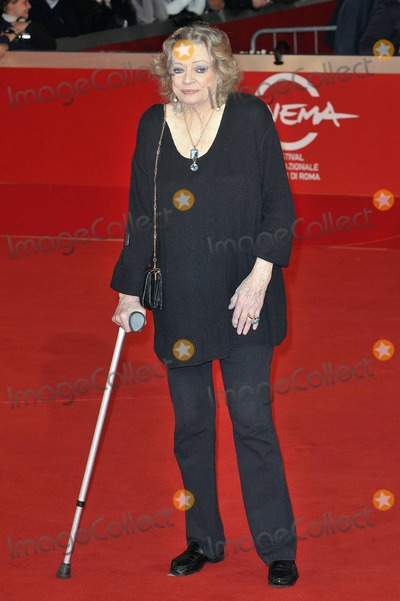 """Anita Ekberg Photo - Anita Ekberg walks the red carpet at Auditorium Parco Della Musica for the premiere of """"La Dolce Vita"""", celebrating the release of a restored version 50 years after the Italian movie was first released, during the 5th International Rome Film Festival. Rome, ITA. 10/30/10."""