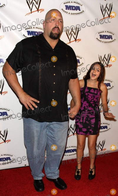 Photos And Pictures Big Show Aka Paul Wight And Ariel Winter