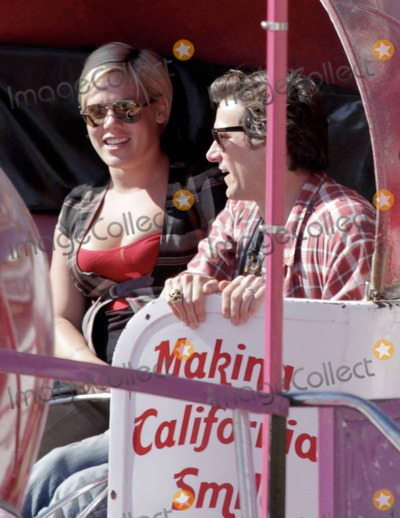 Carey Hart, Chili, Pink Photo - Singer Pink and husband Carey Hart take their 3 month old daughter Willow Sage out to the Malibu Chili Cook-Off Festival. Pink was seen enjoying a snow cone, laughing on a ride with a friend and on another ride with Carey. Along with their top prize, Willow, the couple took home a big stuffed blue monkey, a stuffed bulldog and a stuffed lady bug. Malibu, CA. 3rd September 2011.