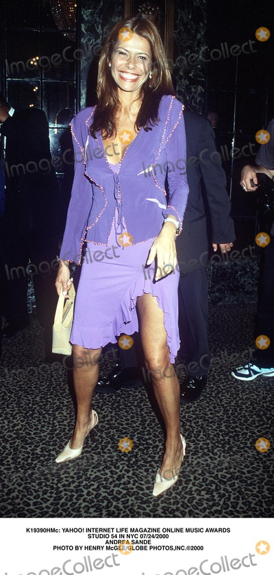 ANDREA SANDE Photo - : Yahoo! Internet Life Magazine Online Music Awards Studio 54 in NYC 07/24/2000 Andrea Sande Photo by Henry Mcgee/Globe Photos,inc.