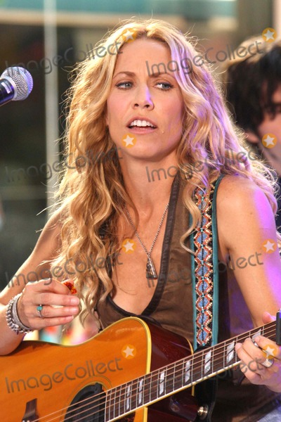 Sheryl Crow, Sheryl Crowe Photo - Sheryl Crow Performing on Nbc's Today Show 2008 Toyota Concert Series at Rockefeller Plaza in New York City on 08-01-2008. Photo by Henry Mcgee/Globe Photos, Inc. 2008.