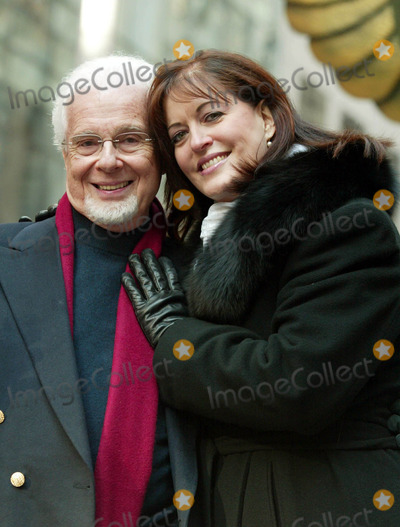 Ann Hampton Callaway, Anne Hampton Callaway, PETER NERO, Peter André Photo - Peter Nero and Ann Hampton Callaway at the 77th Annual Macy's Thanksgiving Day Parade in New York City on November 27, 2003. Photo Henry Mcgee/Globe Photos, Inc. 2003.