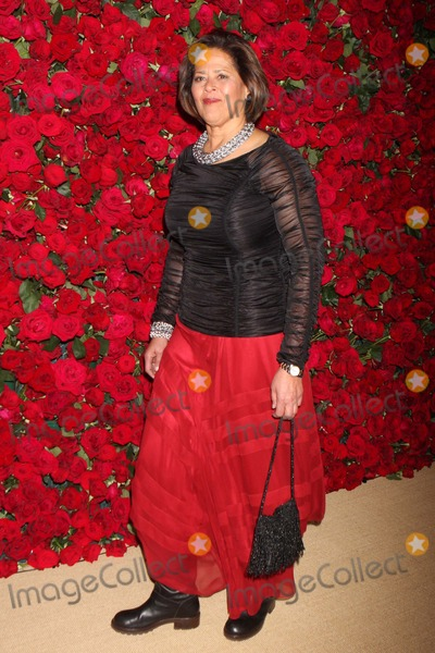 Anna  DEAVERE Smith, Anna Deavere Smith, Pedro Almodovar Photo - Anna Deavere Smith Arriving at the Museum of Modern Art Film Benefit: a Tribute to Pedro Almodovar at Moma in New York City on 11-15-2011. Photo by Henry Mcgee-Globe Photos, Inc. 2011.