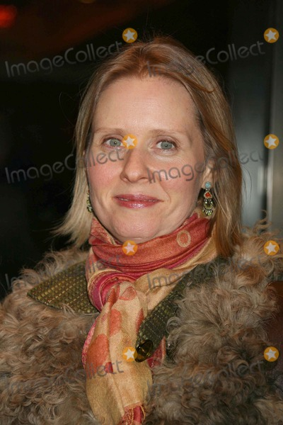 Cynthia Nixon, Kiss Photo - New York, NY 03-08-2007