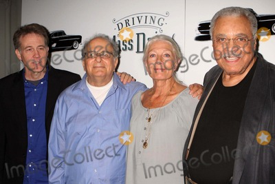 """Alfred Uhry, Boyd Gaines, James Earl Jones, Vanessa Redgrave, The Cast, James Earl Photo - BOYD GAINES, playwright ALFRED UHRY, VANESSA REDGRAVE and JAMES EARL JONES attend a panel discussion at Roundabout Rehearsal Studios in New York City with the cast and creative team of """"Driving Miss Daisy"""" as they prepare to open on Broadway on September 29, 2010.  Photo by Henry McGee-Globe Photos, Inc. 2010.K66027Hmc"""