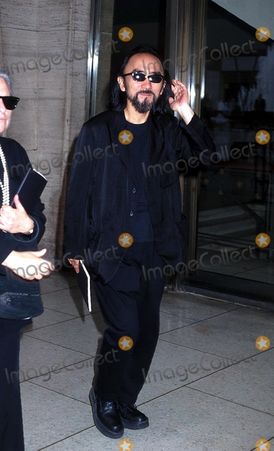 Yohji Yamamoto Photo - . Sd06/01/1999. Memorial Service For Liz Tilberis at Avery Fisher Hall, NYC. Yohji Yamamoto Photo by Henry Mcgee / Globe Photos,inc. Sternrequest