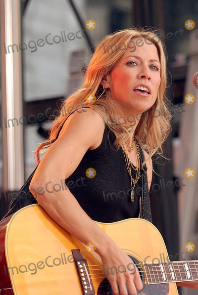 Sheryl Crow, Sheryl Crowe Photo - Sheryl Crow Performing on Abc Good Morning America's Women Rule Concert Series at Bryant Park in New York City on 09-23-2005. Photo by Henry Mcgee/Globe Photos, Inc. 2005.
