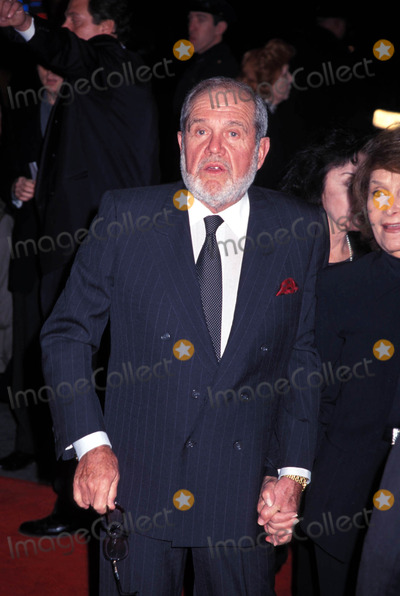 Alan King, Shakespear, King Sunny Adé Photo - Shakespeare in Love Premiere in Ziegfeld Theatre in New York City 12/03/1998 Alan King Photo by Henry Mcgee/Globe Photos Alankingretro