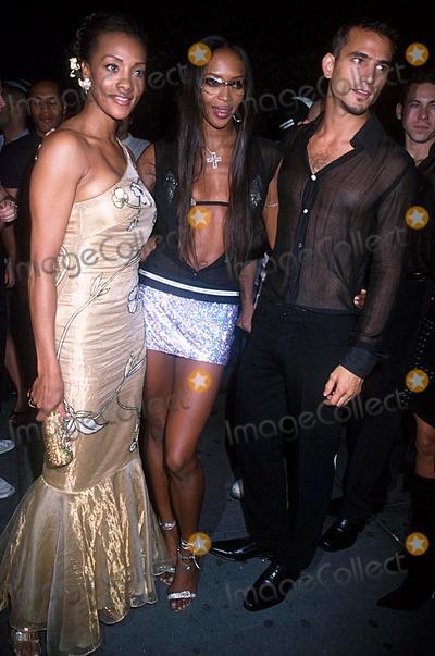 Enrique Palacio, Naomi Campbell, Vivica A Fox, Vivica A. Fox Photo - Fashion Week Party Lotus, NYC 09/19/02 Photo by Henry Mcgee/Globe Photos, Inc. 2002 Vivica a Fox Naomi Campbell Enrique Palacio