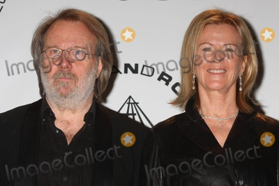 """Anni Frid Lyngstad, Anni-Frid Lyngstad, Annifrid Lyngstad, ABBA, Benny Andersson, Frida Lyngstad, THE ROCK Photo - BENNY ANDERSSON and ANNI-FRID """"FRIDA"""" LYNGSTAD, PRINSESSAN REUSS of ABBA at the 25th annual induction ceremony of The Rock and Roll Hall of Fame Foundation at The Waldorf-Astoria in New York City on 03-15-2010.  Photo by Henry McGee-Globe Photos, Inc. 2010.K64883HMc"""