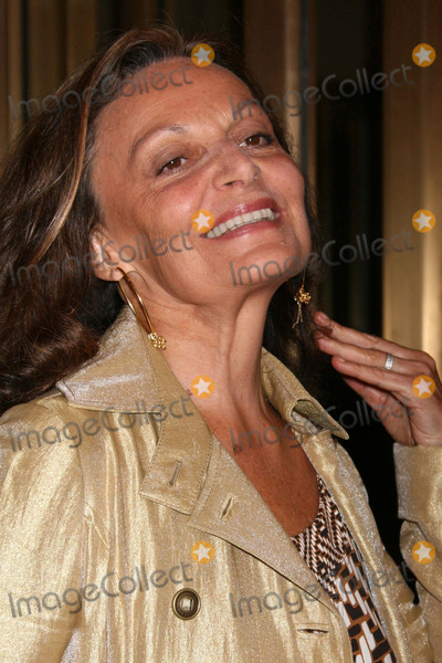 Diane Von Furstenberg, Diane Furstenberg Photo - Diane Von Furstenberg Arriving at the Opening Night Performance of the Country Girl at the Bernard B. Jacobs Theatre in New York City on 04-27-2008. Photo by Henry Mcgee/Globe Photos, Inc. 2008.