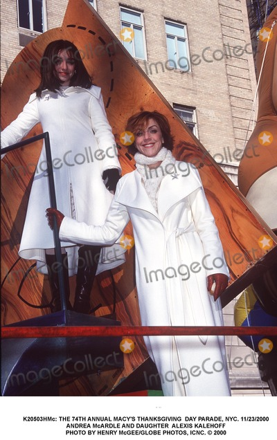 Andrea McArdle Photo - : the 74th Annual Macy's Thanksgiving Day Parade, NYC. 11/23/2000 Andrea Mcardle Photo by Henry Mcgee/Globe Photos, Icnc.