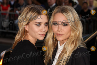 Mary - Kate Olsen, Mary-Kate Olsen, Ashley Olsen, Ashley Marie, Teairra Marí Photo - Ashley Olsen and Mary-kate Olsen Arriving at the 2010 Cfda Fashion Awards at Lincoln Center's Alice Tully Hall in New York City on 06-07-2010. Photo by Henry Mcgee-Globe Photos, Inc. 2010.