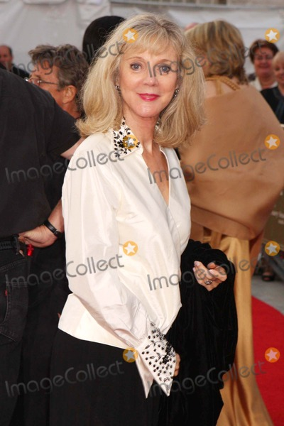 Blythe Danner, BLYTH DANNER Photo - Blythe Danner Arriving at the Metropolitan Opera's 125th Anniversary Opening Night Gala at Lincoln Center Plaza in New York City on 09-22-2008. Photo by Henry Mcgee/Globe Photos, Inc. 2008.