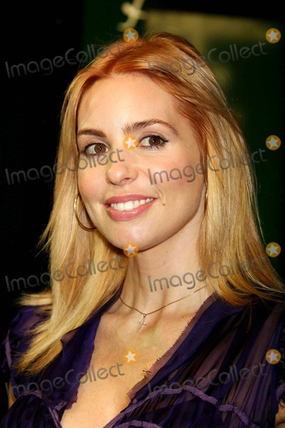 Olivia D'Abo Photo - Olivia D'abo Arriving at the Opening Night of the Roundabout Theatre Company's Broadway Production of the Apple Tree at Studio 54 in New York City on 12-14-2006. Photo by Henry Mcgee/Globe Photos, Inc. 2006.