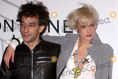 Agyness Deyn, Albert Hammond, Albert Hammond Jr, Albert Hammond Jr., Albert Hammond, Jr., Zaha Hadid Photo - Albert Hammond Jr and Agyness Deyn Arriving at the Opening Party For Mobile Art: Chanel Contemporary Art Container by Zaha Hadid at Rumsey Playfield, Central Park in New York City on 10-21-2008. Photo by Henry Mcgee/Globe Photos, Inc. 2008.