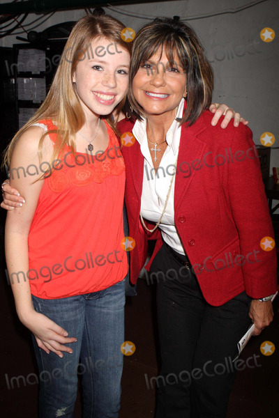 "Allie Trimm, Lynne Spears, The Cast Photo - Lynn Spears Visits Allie Trimm and the Cast of the New Broadway Musical ""13"" Backstage After Performance at the Bernard B. Jacobs Theatre in New York City on 10-09-2008. Photo by Henry Mcgee/Globe Photos, Inc. 2008."