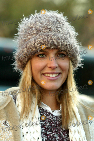 Arianne Zucker Photo - Arianne Zucker (Days of Our Lives) at the 77th Annual Macy's Thanksgiving Day Parade in New York City on November 27, 2003. Photo Henry Mcgee/Globe Photos, Inc. 2003.