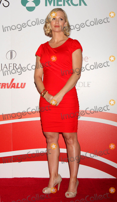 """Jennie Garth, Jenny Garth Photo - Jennie Garth at the American Heart Association's Go Red For Women """"Speak Up!"""" Event at Macy's Herald Square in New York City on 02-05-2010. Photo by Henry Mcgee-Globe Photos, Inc. 2010."""
