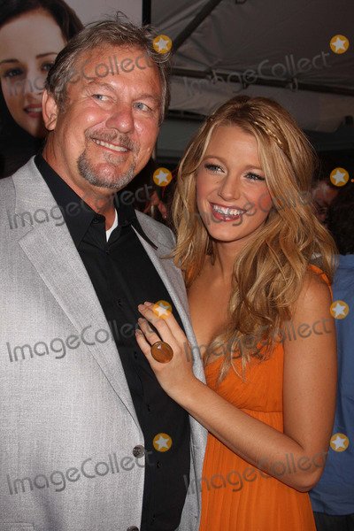 Blake Lively Photo - Blake Lively and Father Ernie Lively Arriving at the Premiere of the Sisterhood of the Traveling Pants 2 at the Ziegfeld Theatre in New York City on 07-28-2008. Photo by Henry Mcgee/Globe Photos, Inc. 2008.