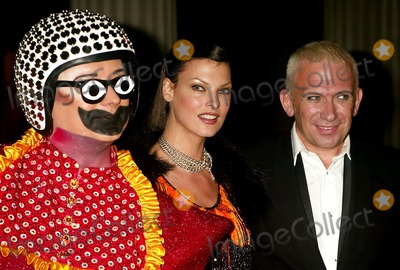 Boy George, Jean-Paul Gaultier, Linda Evangelista, Group Shot Photo - Boy George, Linda Evangelista and Jean Paul Gaultier at Bravehearts: Men in Skirts Opening Reception in the Costume Institute of the Metropolitian Museum of Art in New York City on November 3, 2003. Photo Henry Mcgee/Globe Photos, Inc. 2003.