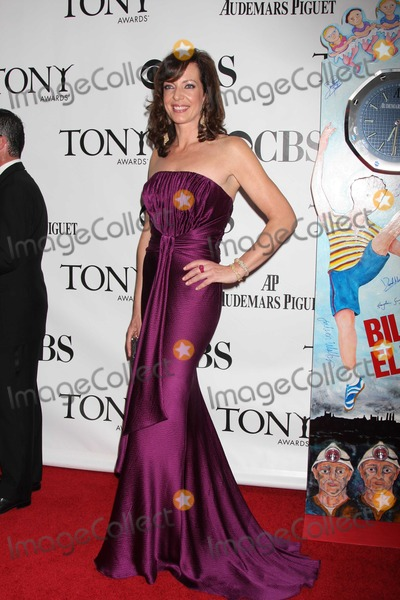 """Allison Janney Photo - NYC  06/07/09Allison Janney (Best Performance by a Leading Actress in a Musical for """"9 to 5: The Musical"""") at the 63rd Annual Tony Awards at Radio City Music Hall Digital Photo by Adam Nemser-PHOTOlink.net"""