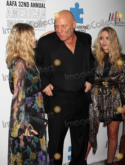 Ashley Olsen, Mary - Kate Olsen, Mary-Kate Olsen, Steve Madden Photo - NYC  05/26/10Ashley Olsen and Mary-Kate Olsen with Steve Madden at The 32nd Annual AAFA American Image Awards sponsored by the American Apparel & Footwear Association at the Grand Hyatt HotelDigital Photo by Adam Nemser-PHOTOlink.net